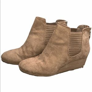 BNWOT Dr Scholl's Swede wedged ankle booties